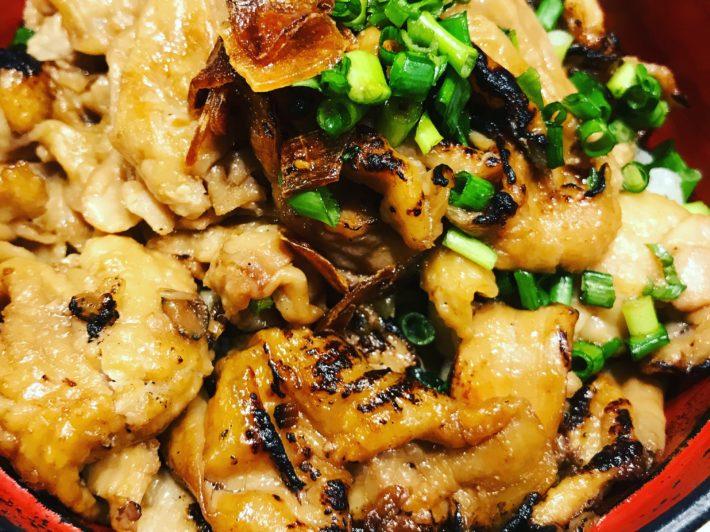 炙り鶏皮丼(味噌汁、スープ割付)