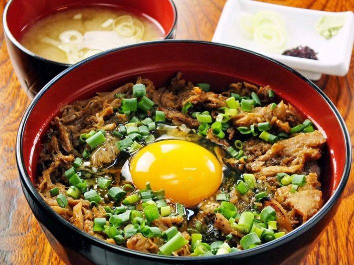 豚玉丼(焼豚玉子丼)